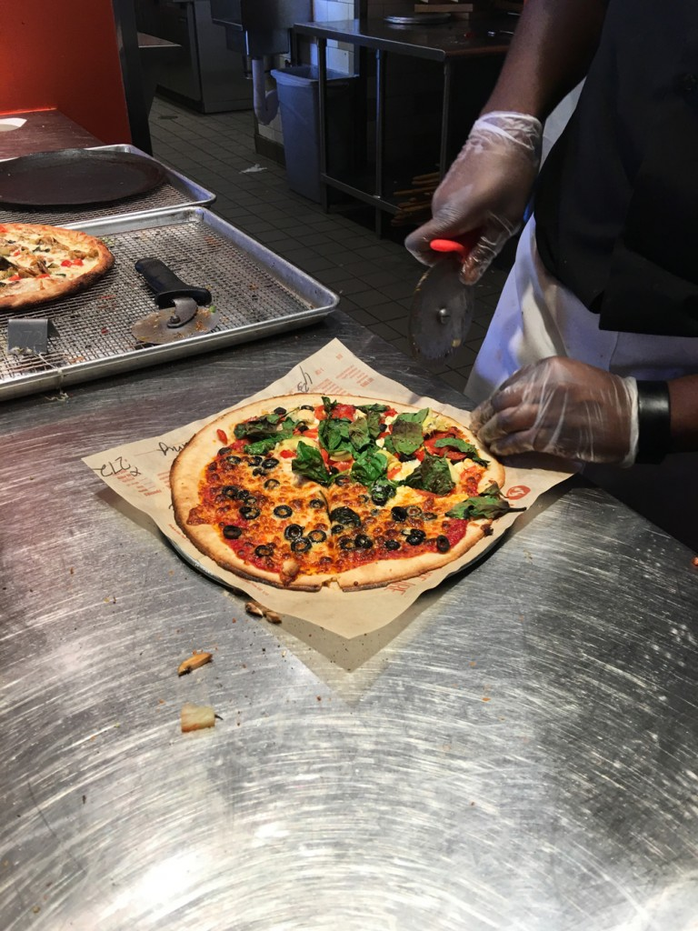 Blaze-Pizza-Cutting